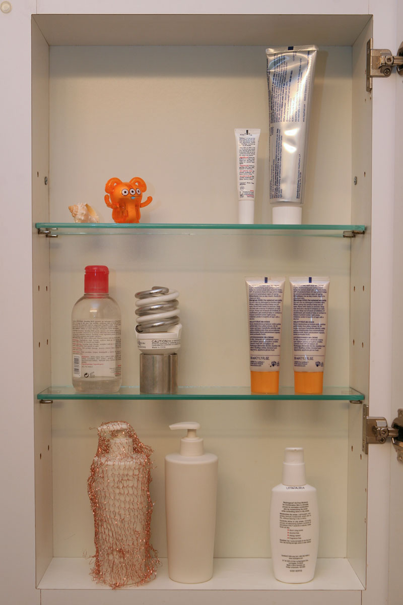 Medicine Cabinet. Installation with ceramic sculpture.
